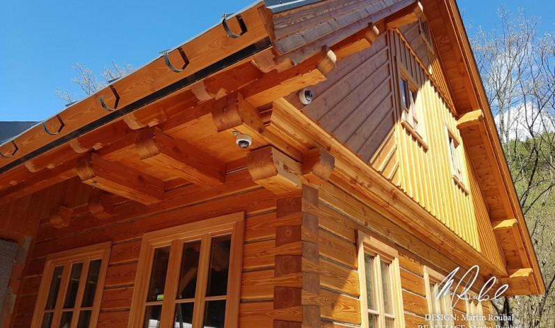 Chalupa Brusírna nabízí luxusní ubytování s výhledem do korun stromů