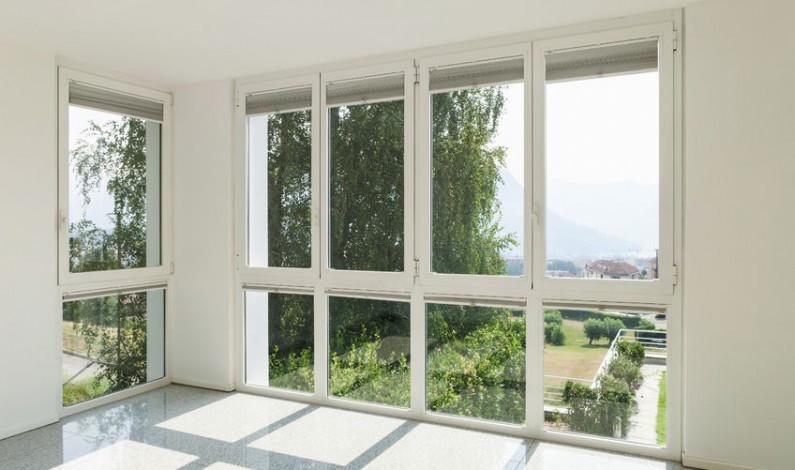 Mytí oken ve výškách svěřte jen spolehlivě vyškoleným odborníkům
