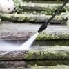 Zbavte se lišejníků, mechu i špíny okolo domu