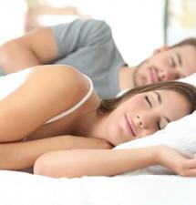 Správný polštář vás zbaví bolestí krční páteře. Jak vybrat ten nejvhodnější?