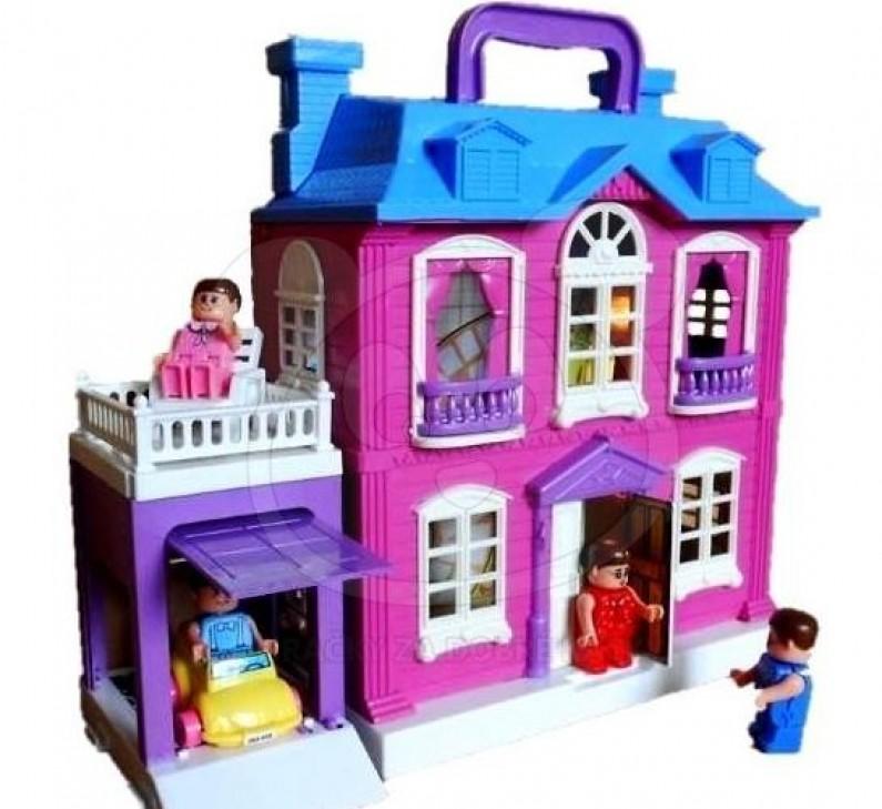 Už má svůj domeček pro panenky?