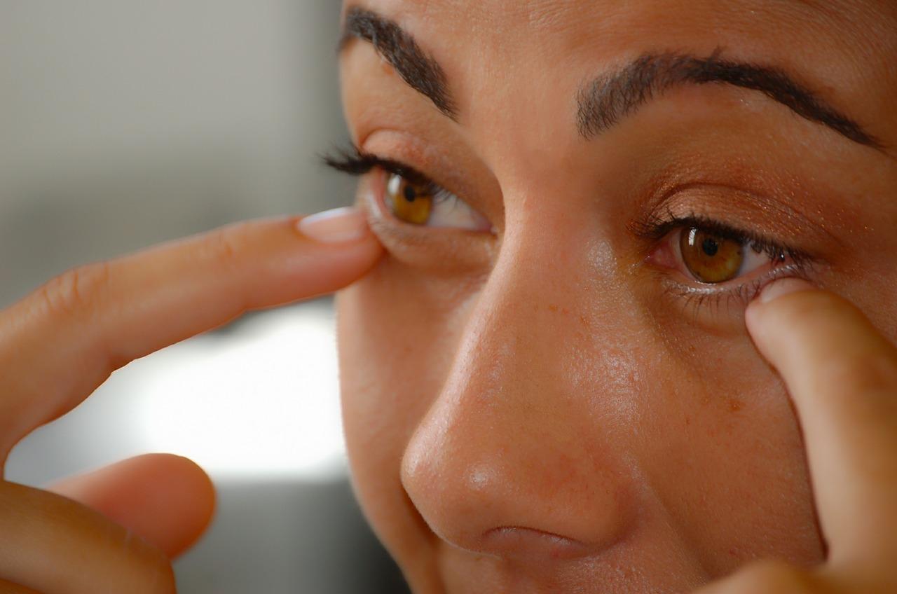 makeup-464665_1280